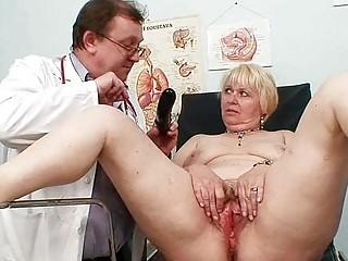 chubby blond mamma shaggy cunt doctor exam