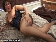 aged mommy in hot black nylons