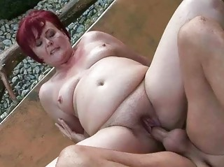 chunky grandma acquires her pussy drilled outdoor