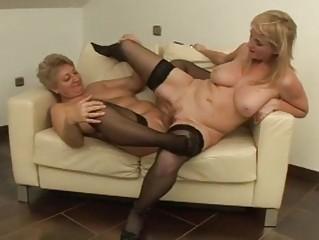 its milf vs gilf in hawt lesbo fucking!